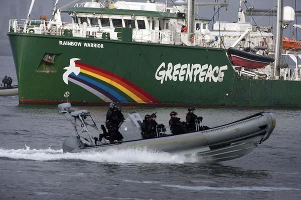 Ilustrasi kapal milik Greenpeace - Reuters/Michael Kooren