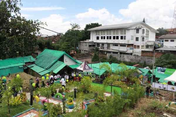 Kampung Kramat yang disulap menjadi lebih ceriah dengan warna-warna cerah dan mural yang beraneka tema. Bisnis - Istimewa