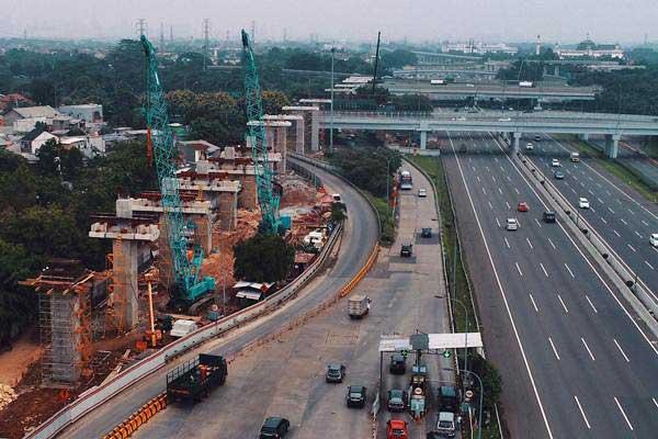 Foto aerial proyek pembangunan light rail transit (LRT) di Jakarta, Minggu (19/11). - JIBI/Nurul Hidayat