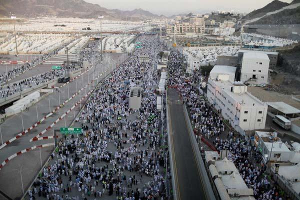 Jemaah tengah berada di Mina, Arab Saudi, pada pelaksanaan ibadah haji 2017 - Reuters/Suhaib Salem