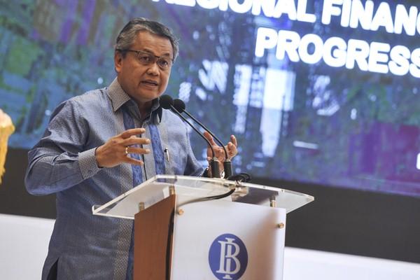 Deputi Gubernur Bank Indonesia Perry Warjiyo berbicara pada seminar ekonomi internasional di Bank Indonesia, Jakarta, Jumat (28/4). - Antara/Hafidz Mubarak A.