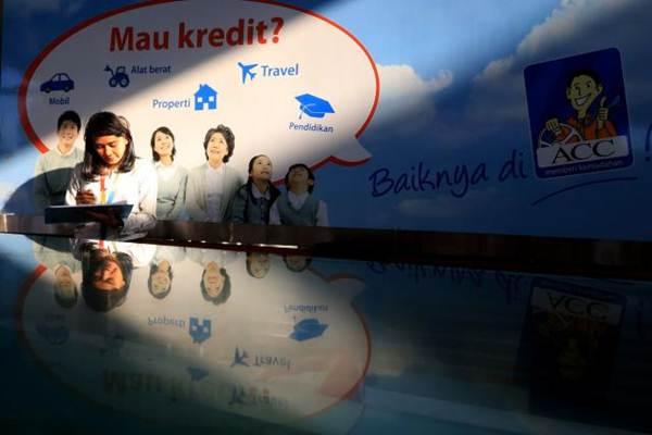 Aktivitas karyawati di salah satu kantor PT Astra Credit Companies (ACC) di Jakarta. - JIBI/Nurul Hidayat