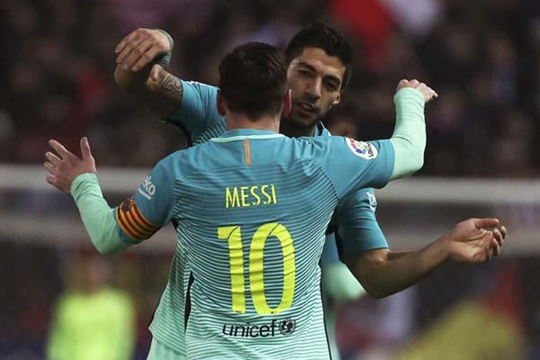 Dua andalan lini depan FC Barcelona, Lionel Messi (10) dan Luis Suarez - Reuters/Sergio Perez
