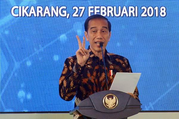 Presiden Joko Widodo memberikan sambutan ketika meresmikan pabrik PT Kalbio Global Medika yang merupakan anak usaha dari PT Kalbe Farma, di Cikarang, Kabupaten Bekasi, Jawa Barat, Selasa (27/2/2018). - ANTARA/Wahyu Putro A