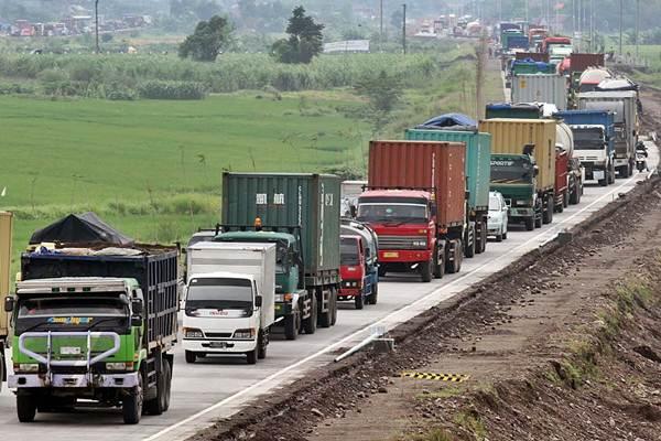 Ilustrasi: Truk dan kontainer terjebak antrean panjang. - JIBI/Wahyu Darmawan