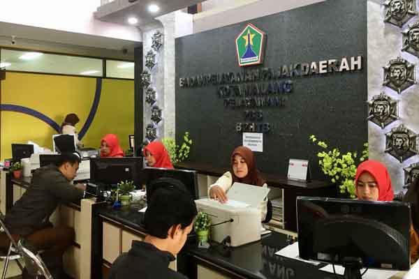 Petugas BP2D Kota Malang tengah melayani WP - Istimewa