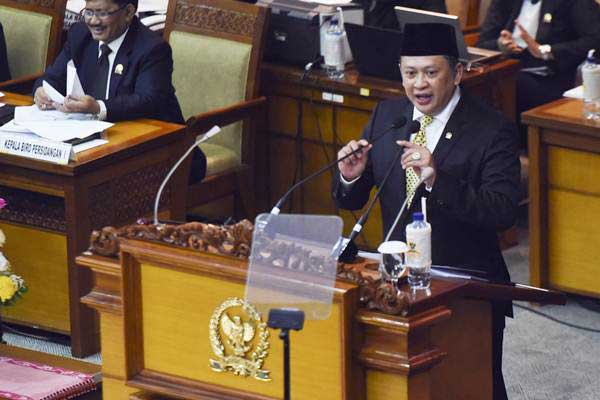 Ketua DPR Bambang Soesatyo menyampaikan pidato saat Rapat Paripurna ke-19 di Kompleks Parlemen, Senayan, Jakarta, Senin (5/3/2018). - ANTARA/Hafidz Mubarak A