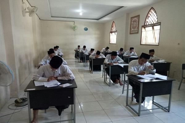 Para santri peserta ujian Imtihan Wathoni Pendidikan Diniyah Formal (PDF) tingkat Ulya. - Istimewa