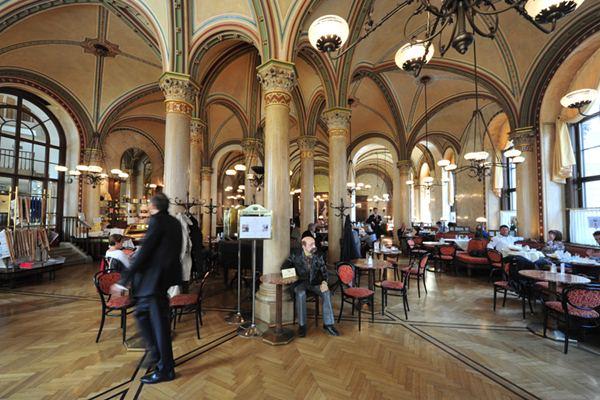 Cafe Central di Kota Wina Austria. - Istimewa