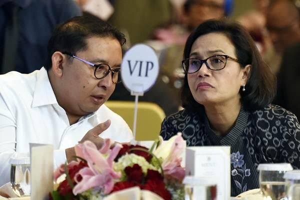Wakil Ketua DPR Fadli Zon (kiri) bersama Menteri Keuangan Sri Mulyani menghadiri Peringatan Hari Perempuan Internasional di Jakarta, Rabu (14/3/2018). - ANTARA/Puspa Perwitasari