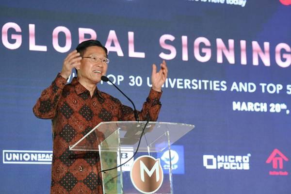 Chief Executive Officer Lippo Group James T. Riady menyampaikan sambutan sebelum menyaksikan penandatanganan kerja sama di bidang logistik dan fintech antara Meikarta dengan Sembilan korporasi kelas dunia, di Jakarta, Selasa (20/3/2018). - JIBI/Dedi Gunawan