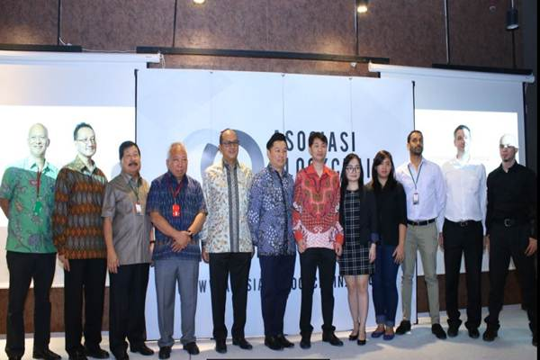 Pengurus Aosisasi Blockchain Indonesia bersama pengurus Kadin Indonesia - N. Nuriman Jayabuana