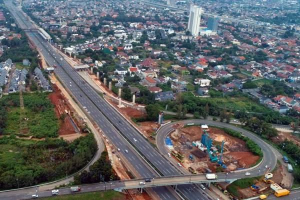 Foto aerial suasana lalu lintas jalan tol Cikampek, di kawasan Bekasi, Jawa Barat, Senin (12/3/2018). - JIBI/Nurul Hidayat