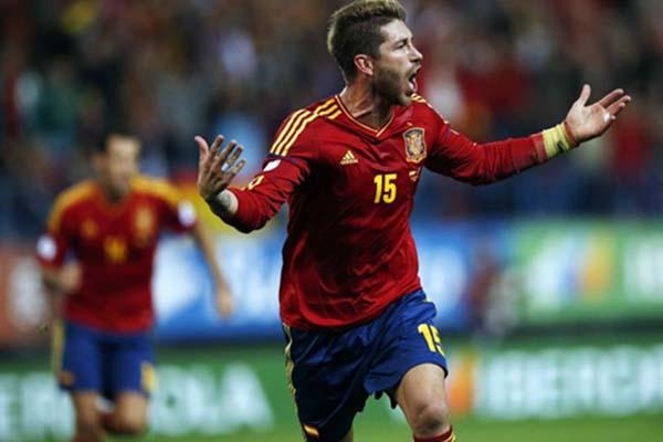 Sergio Ramos dalam balutan jersey Timnas Spanyol. - Reuters