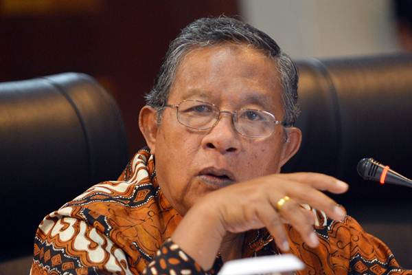 Menko Bidang Perekonomian Darmin Nasution menyampaikan keterangan pencapaian tiga tahun pemerintahan Presiden Jokowi-JK di Gedung Bina Graha, Jakarta, Selasa (17/10). - ANTARA/Wahyu Putro A