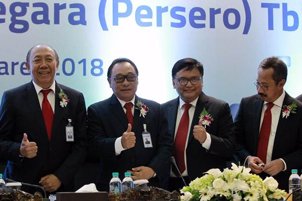 Dirut Bank BTN Maryono (kedua kiri), Komisaris Utama I Wayan Agus Mertayasa (dari kiri), Direktur Iman Nugroho Soeko, dan Direktur Adi Setianto, berfoto di sela-sela RUPST, di Jakarta, Jumat (23/3/2018). - JIBI/Dwi Prasetya