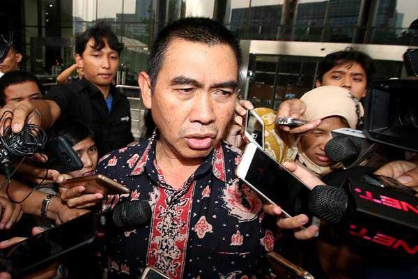Wali Kota Malang Mochamad Anton menjawab pertanyaan wartawan seusai menjalani pemeriksaan di gedung KPK, Jakarta, Senin (14/8). - ANTARA/Rivan Awal Lingga