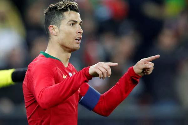 Cristiano Ronaldo setelah mencetak gol untuk Portugal ke gawang Mesir. - Reuters/Arnd Wiegmann