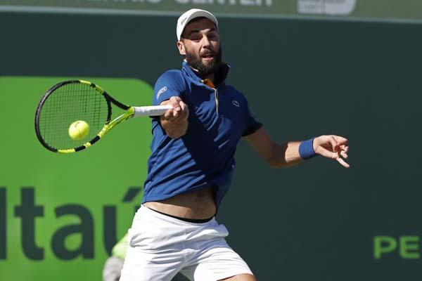 Petenis Prancis Benoit Paire saat menundukkan Novak Djokovic (Serbia) di Miami, AS. - Reuters