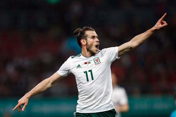 Gareth Bale dalam balutan jersey Wales - Reuters