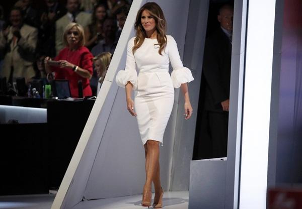 Melania Trump saat memberikan pidato di Konvensi Nasional Republikan di Cleveland - Reuters
