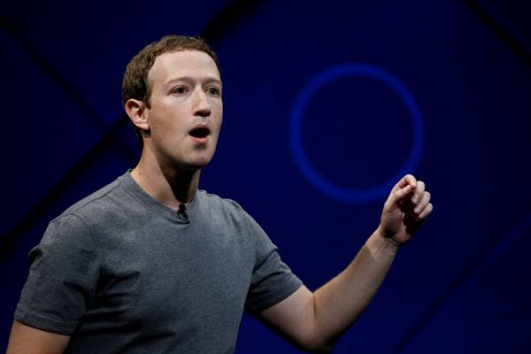 Pendiri dan CEO Facebook Mark Zuckerberg berbicara di panggung saat konferensi tahunan Facebook F8 di San Jose, California, AS, 18 April 2017. - Reuters