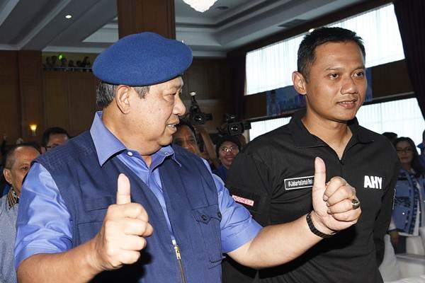 Ketua Umum DPP Partai Demokrat Susilo Bambang Yudhoyono (kiri) dan Agus Harimurti Yudhoyono - Antara/Sigid Kurniawan