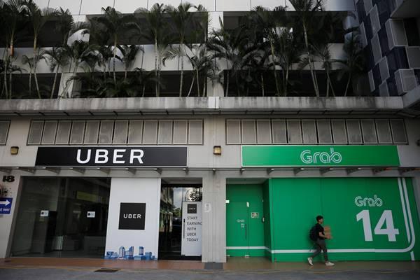 Kantor Uber dan Grab di Singapura - Reuters