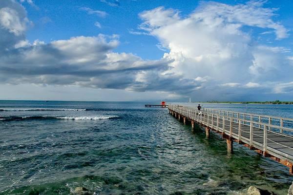 Pantai Tanjung Lesung di Banten - Indonesia Travel