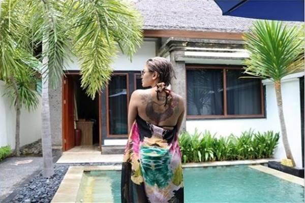Tato di punggung Nita Mirzani - Instagram @nikitamirzanimawardi_17