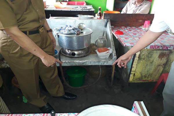 Rumah makan non UKM di Indragiri Hilir terbukti memakai gas subsidi untuk usahanya. Pertamina dan Disperindag meminta pengusaha non UKM untuk tidak lagi menggunakan gas bersubsidi dalam kegiatan usahanya - Istimewa.