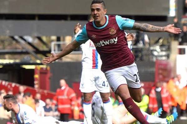 Gelandang serang West Ham United Manuel Lanzini - Reuters