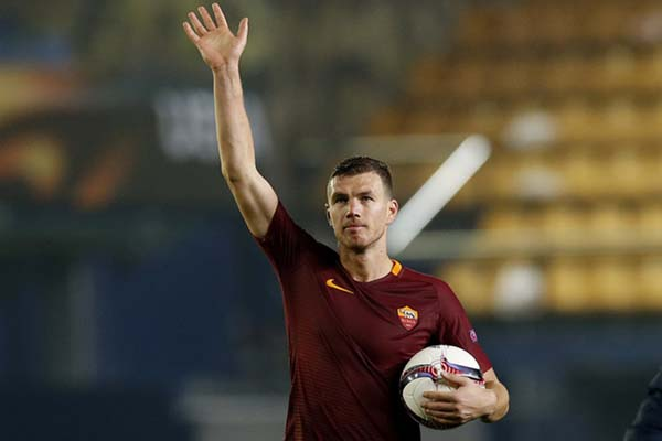 Striker AS Roma Edin Dzeko - Reuters/Albert Gea
