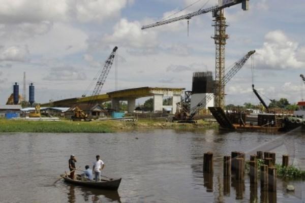 Proyek Jembatan Siak IV - Antara/Soleh Saputra