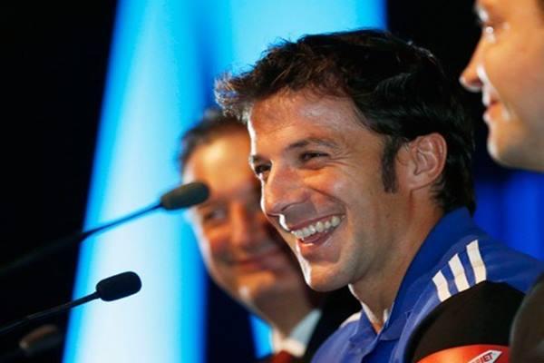 Mantan pemain sepak bola Juventus, Alessandro del Piero (tengah) - Antara