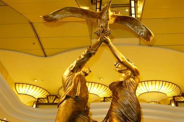 Patung Putri Diana dan Kekasihnya, Dodi Al Fayed - people