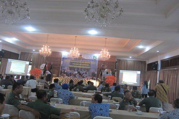 Rapat Tim Pengawasan Orang Asing Tingkat Kecamatan di Hotel Djawa Dwipa Karangpandan, Karanganyar, Selasa (17/4 - 2018). (Solopos/Ponco Suseno)