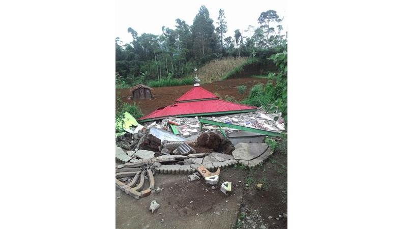 Bangunan tempat ibadah roboh akibat gempa - Twitter/Sutopo Purwo Nugroho