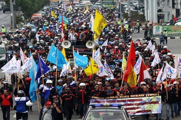 Demo buruh di Bekasi - Antara
