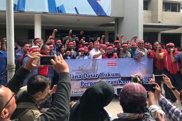 Aksi SP JICT di Tanjung Priok, Jakarta, pada Kamis (26/4/2018) - Bisnis.com/Akhmad Mabrori