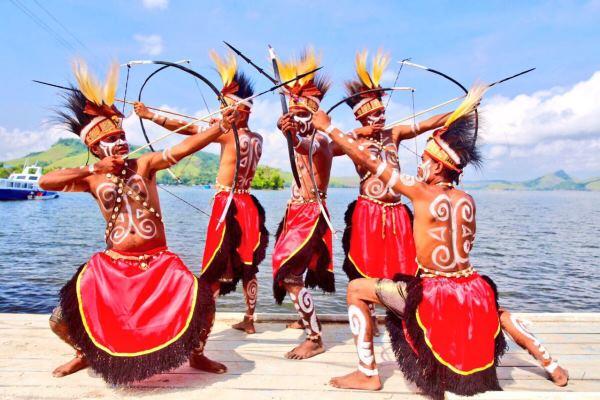 Salah satu tarian di Festival Danau Sentani - kemenpar.jpg