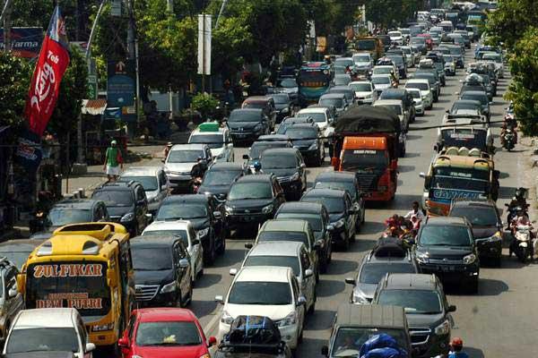 Kendaraan terjebak kemacetan  - ANTARA/Oky Lukmansyah