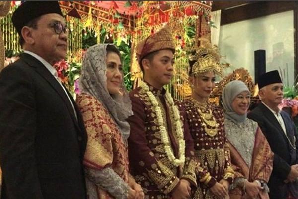 Putra Hatta Rajasa, Rasyid Amrullah Rajasa menikah dengan Adara Taista Binti Ismet Djamal Tahir pada 23 Desember 2017. - Instagram@okke_rajasa