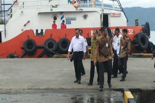 Menhub Budi Karya saat tinjau Pelabuhan Ambon. Terminal itu menjadi terminal petikemas. - Istimewa