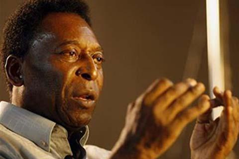 Pele alias Edson Arantes do Nascimento, legenda sepak bola dunia yang pernah memperkuat klub New York Cosmos. - Reuters
