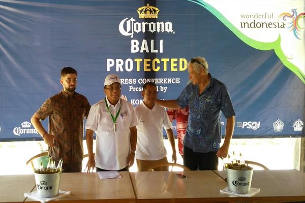 Pembukaan World Surf League: Indonesian Surf Series Corona Bali Protected 2018 di Komaneka Resort Pantai Keramas, Minggu (27/5/2018). - Ema Sukarelawanto