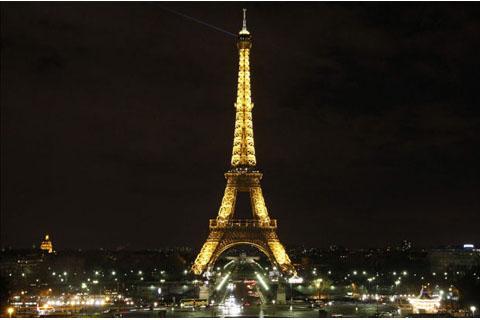 Ilustrasi: Menara Eiffel - acorazzi.com