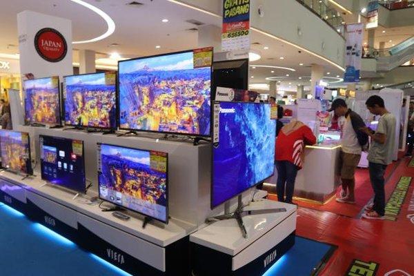Berbagai peralatan elektronik dipamerkan di atrium Solo Paragon Lifestyle Mall dalam Candi THR berkah Ramadan Spektra, Kamis (25/5). - JIBI/Sunaro Haryo Bayu