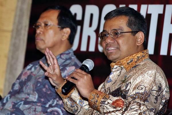 Kepala Kebijakan Fiskal Departemen Keuangan Suahasil (kanan) dan Direktur Jendral Pajak Robert Pakpahan menjadi pembicara saat acara Bahana Forum di Jakarta, Senin (12/2). - JIBI/Abdullah Azzam