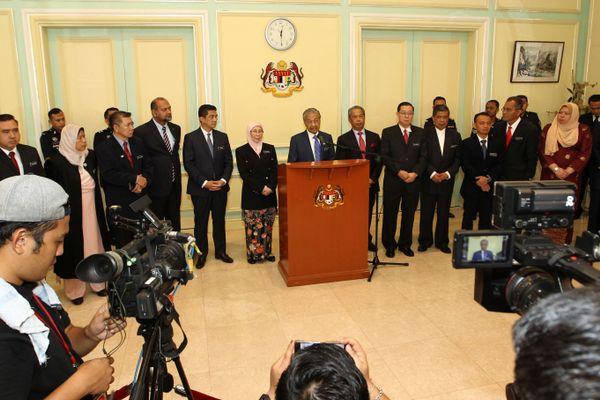 Perdana Menteri (PM) Malaysia Mahathir Mohamad dalam konferensi pers di Putrajaya, Malaysia, Rabu (23/5). - Reuters